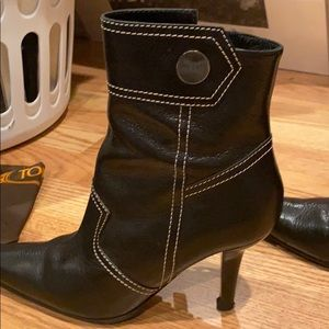 Tod's Shoes - tod's size 7 short black boots